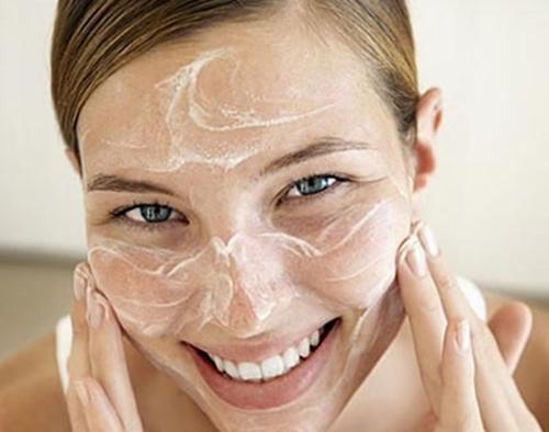 Làm sao để vùng da được trắng hơn bằng dưỡng chất rẻ tiền