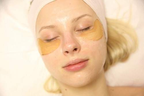 Mẹo nhanh giảm thâm quầng mắt bằng dưỡng chất rẻ tiền