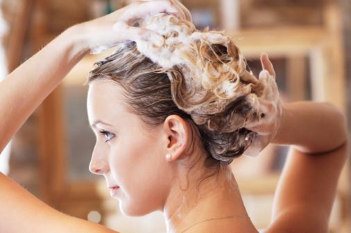 Những cách làm khiến mái tóc mọc nhanh bất thường