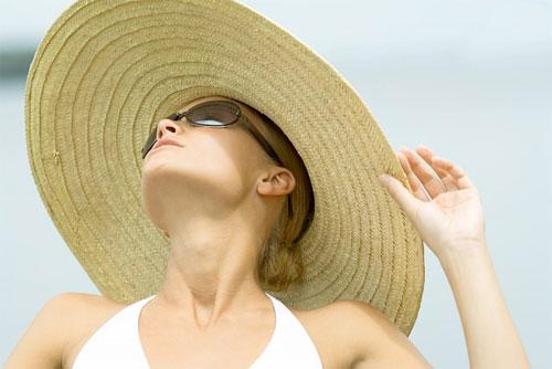 Những cách làm nhanh chống nắng của chị em bằng dưỡng chất rẻ tiền