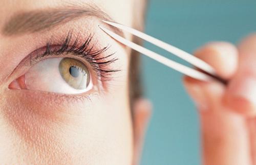 Những nguyên nhân và cách làm cho vùng lông mày mọc đen rậm chỉ sau 14 ngày