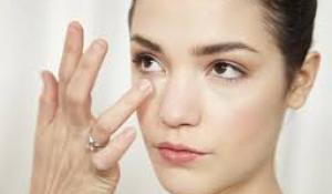 Làm sao để xóa nếp nhăn ở mắt?