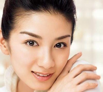 Cách trị mụn trên trán hiệu quả nhanh hơn nhờ việc vệ sinh da mặt mỗi ngày