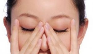 Massage mí mắt có tác dụng gì??