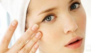 9 cách trị mắt thâm quầng do thức khuya thiếu ngủ