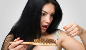Tìm hiểu hiện tượng và nguyên nhân dẫn tới tình trạng rụng tóc