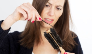Trị chứng rụng tóc hiệu quả bằng gừng và bưởi và lô hội