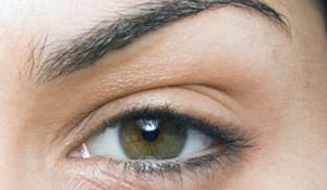Bí quyết mách bạn có thể đánh bay vấn đề thâm quầng mắt.
